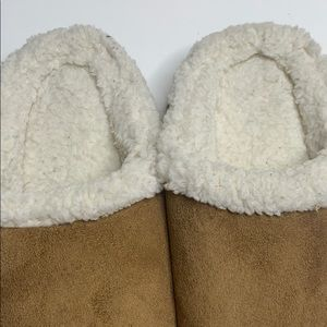 isotoner Shoes - ISOTONER 7.5 - 8 Women's Brown Fuzzy Slippers